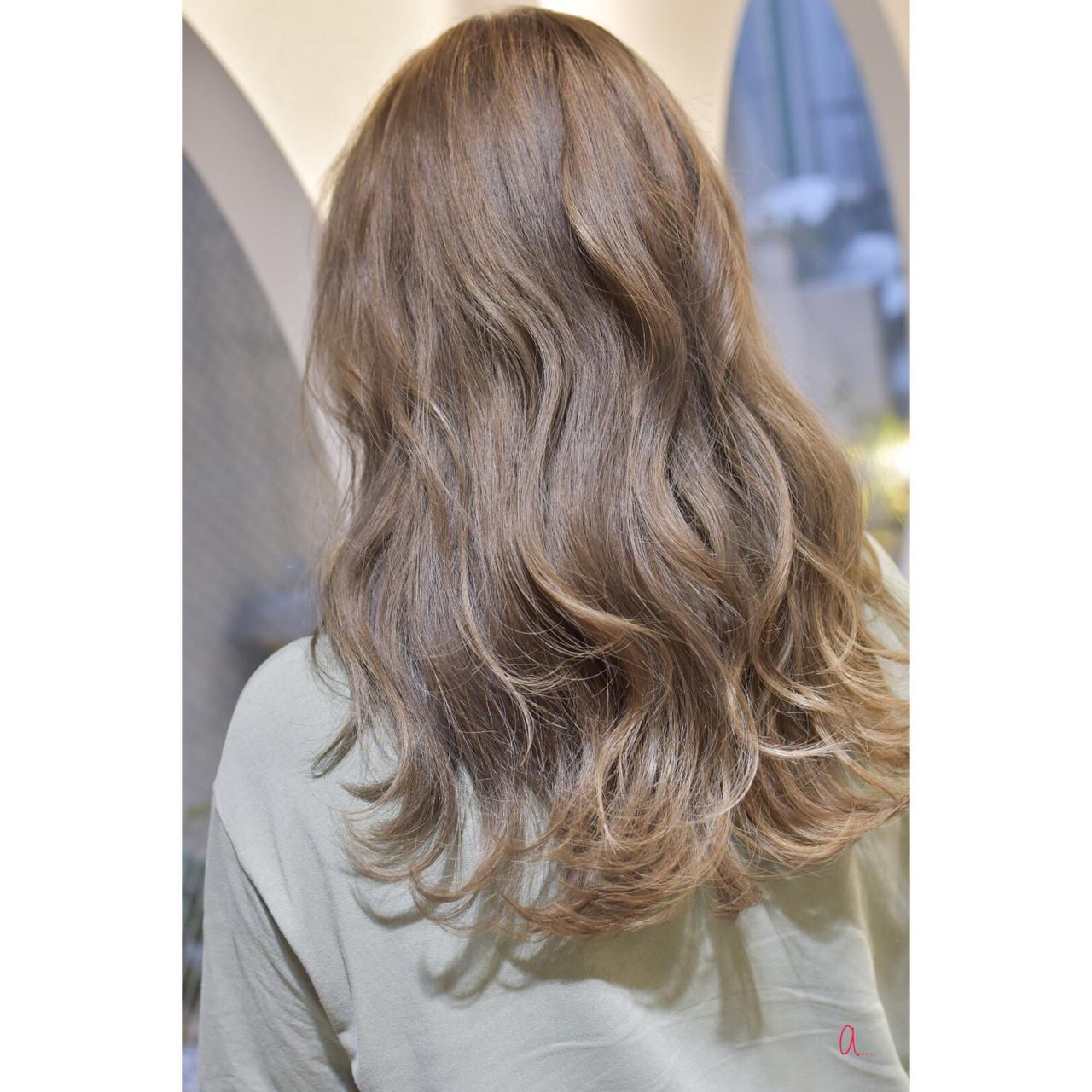 アッシュベージュ ダブルカラー アッシュグレージュ アッシュ ヘアスタイルや髪型の写真・画像