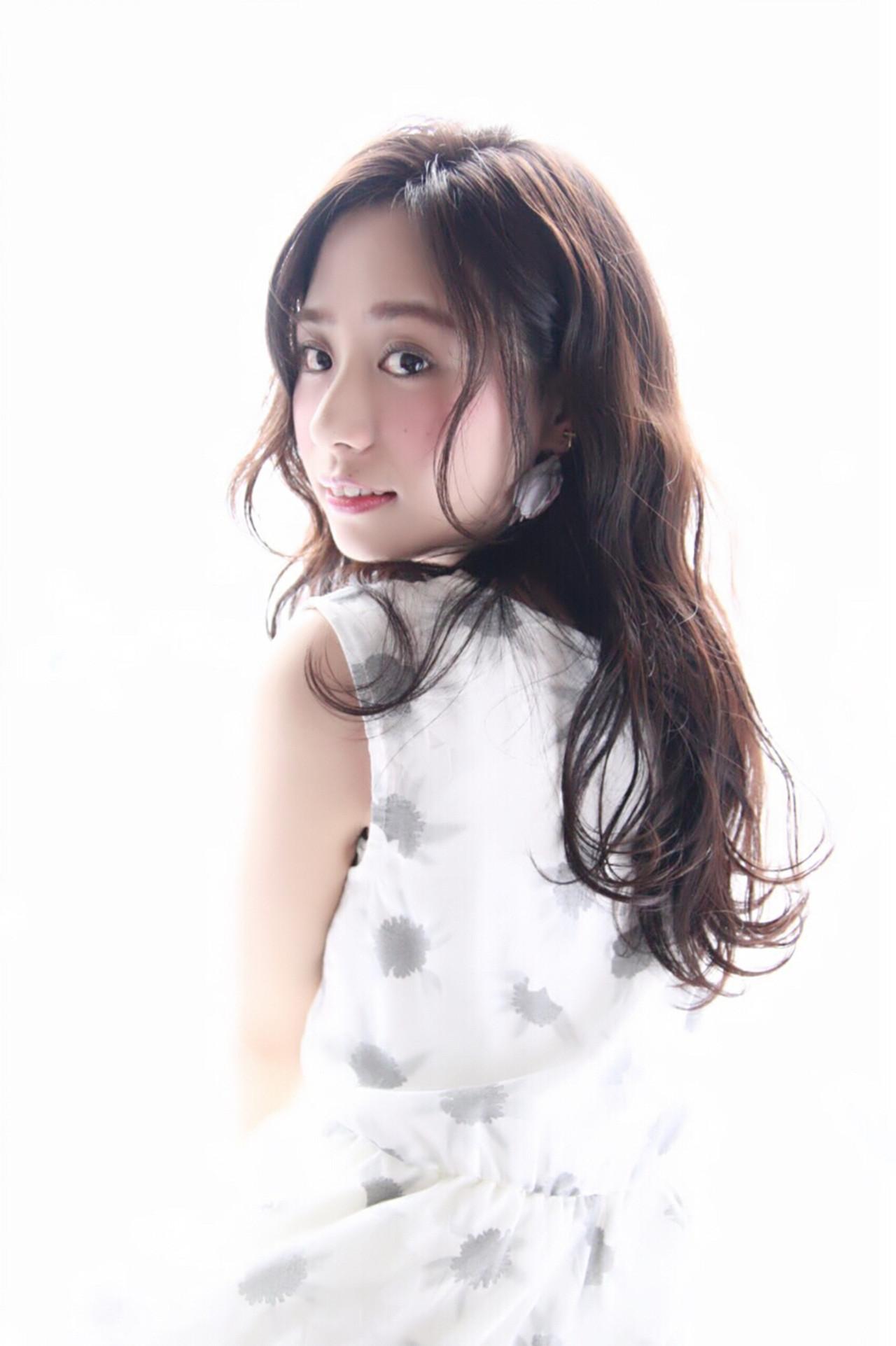 大人かわいい センターパート 波ウェーブ 暗髪 ヘアスタイルや髪型の写真・画像 | Mariko /