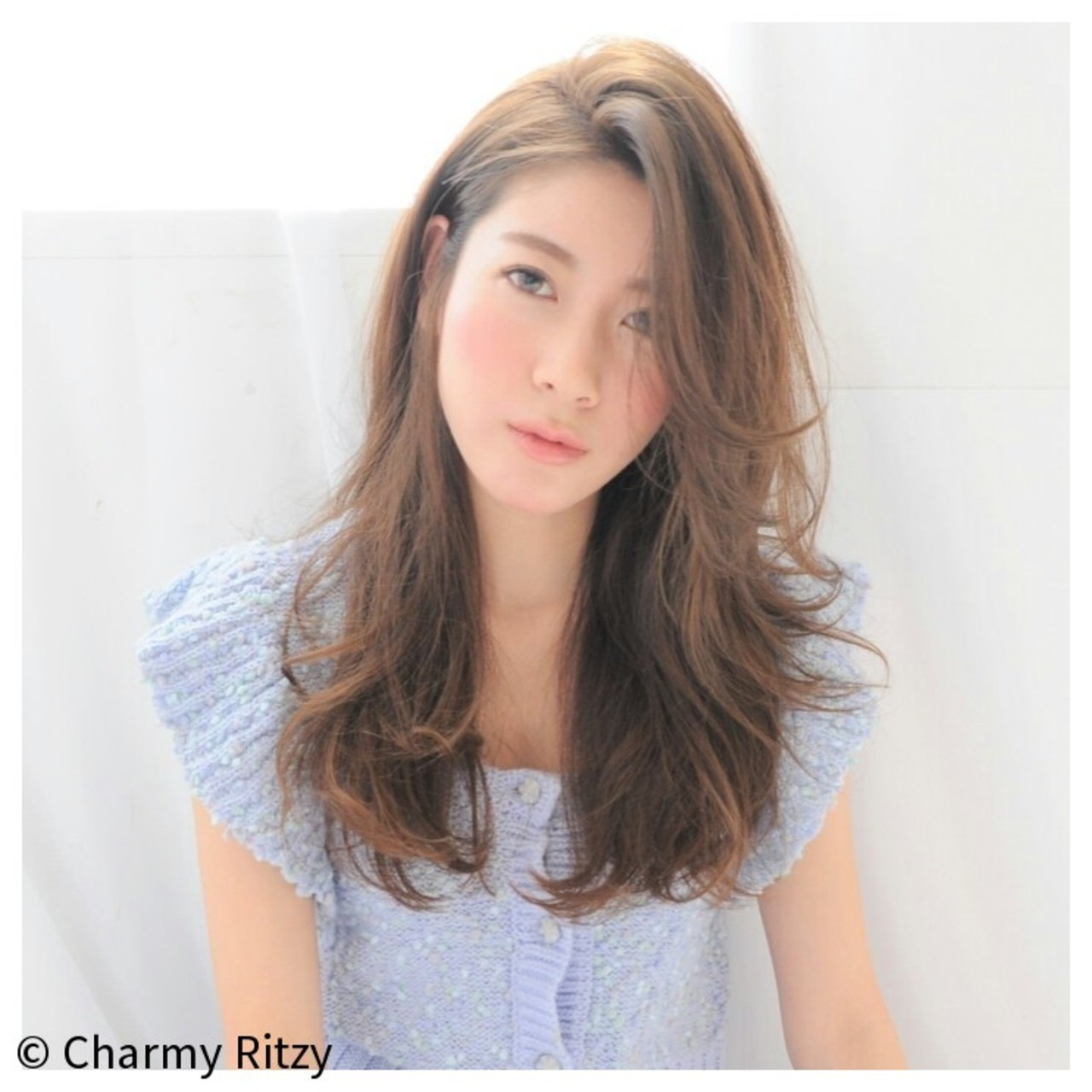 セミロング パーマ 外国人風 ナチュラル ヘアスタイルや髪型の写真・画像 | Charmy Ritzy / RITZY