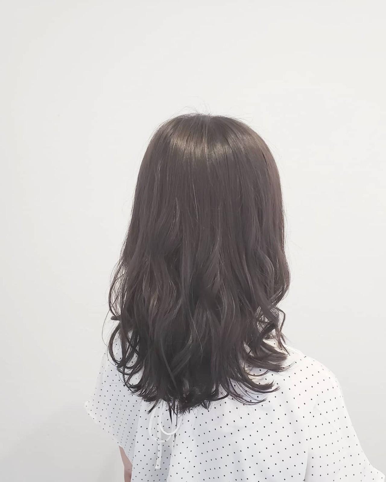 艶髪 ナチュラル 外国人風 グレージュヘアスタイルや髪型の写真・画像