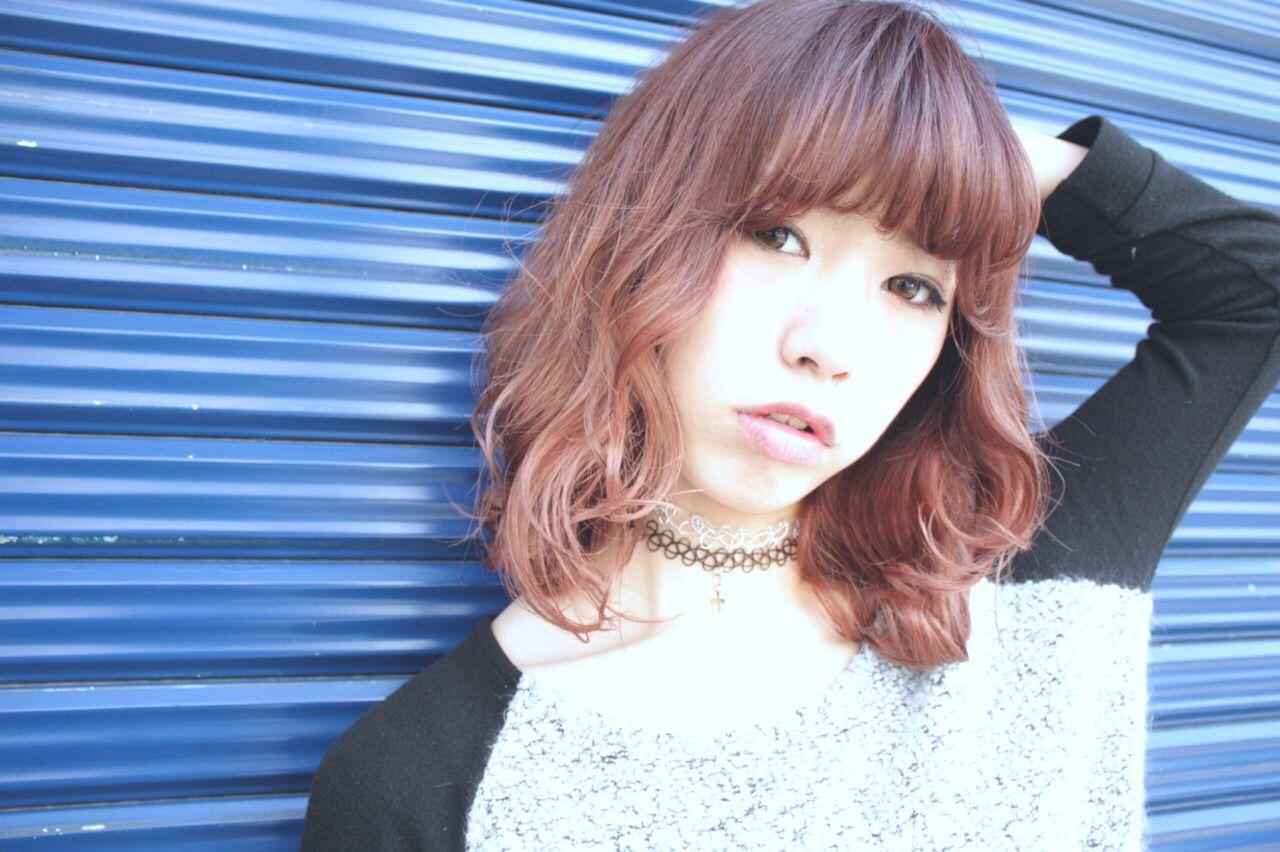 春 ウェットヘア セミロング ナチュラル ヘアスタイルや髪型の写真・画像   江田 有希 / 下北沢LOAWe