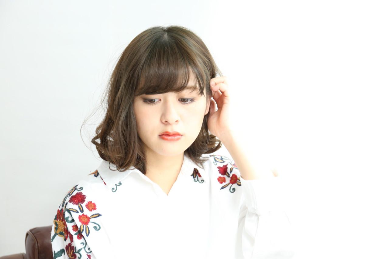 色気 こなれ感 ミディアム アッシュ ヘアスタイルや髪型の写真・画像   神山 賢司 / muruchura (ムルチュラ)