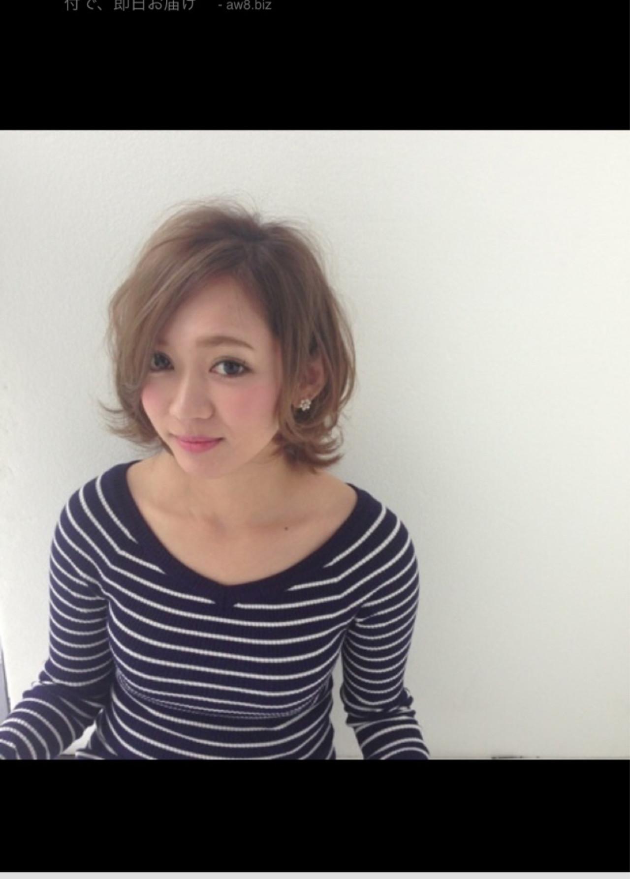 ショート モテ髪 アッシュ フェミニン ヘアスタイルや髪型の写真・画像   saki /