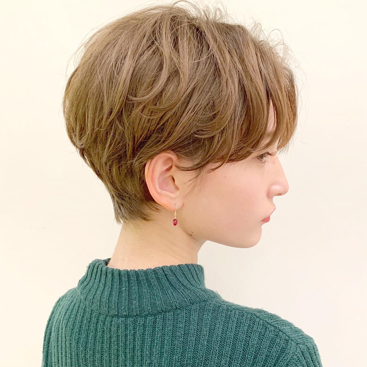 アウトドア デート オフィス ショートヘアスタイルや髪型の写真・画像