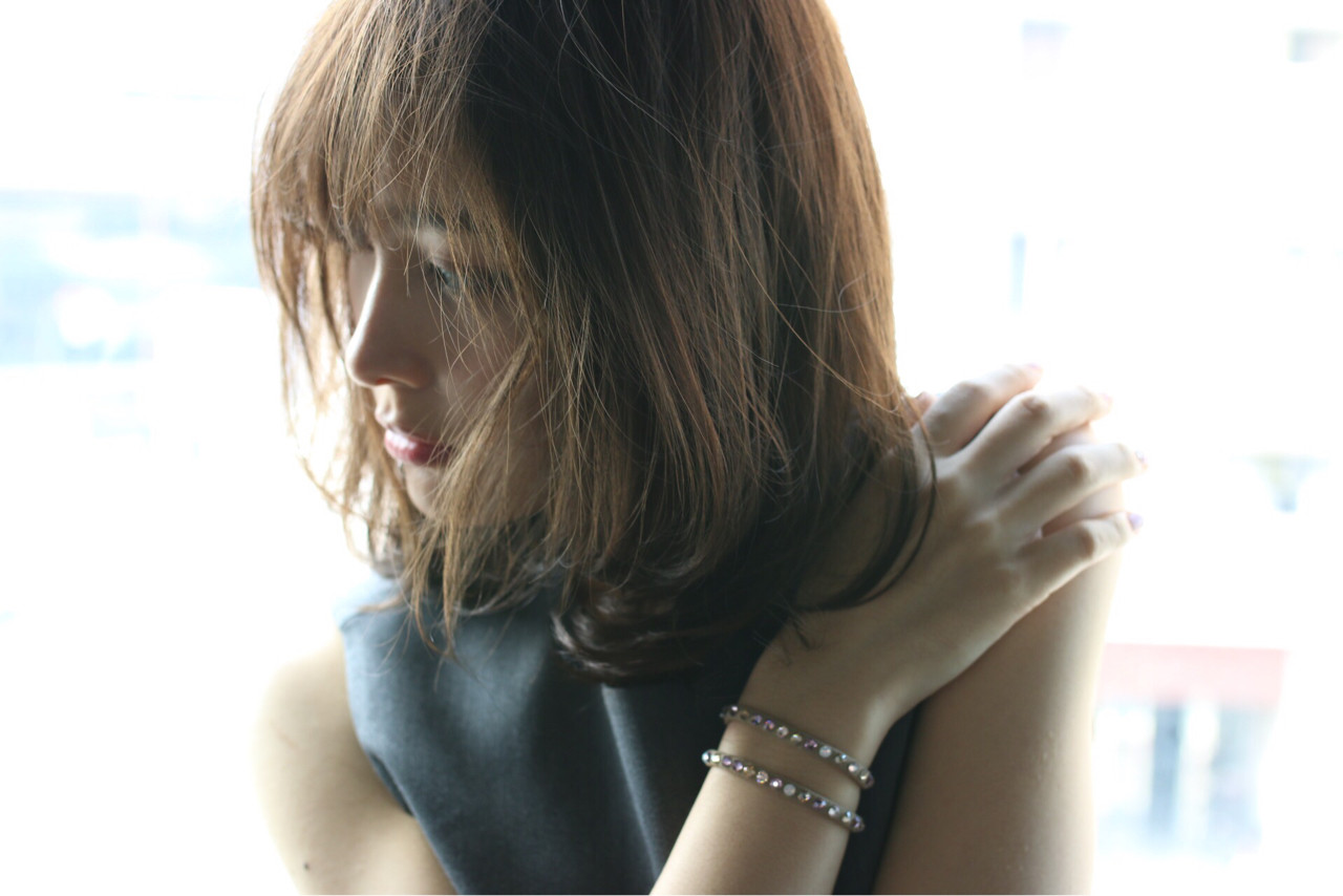 フェミニン 外国人風 レイヤーカット コンサバ ヘアスタイルや髪型の写真・画像 | Shoichiro Toyota / soin de brace 西大寺