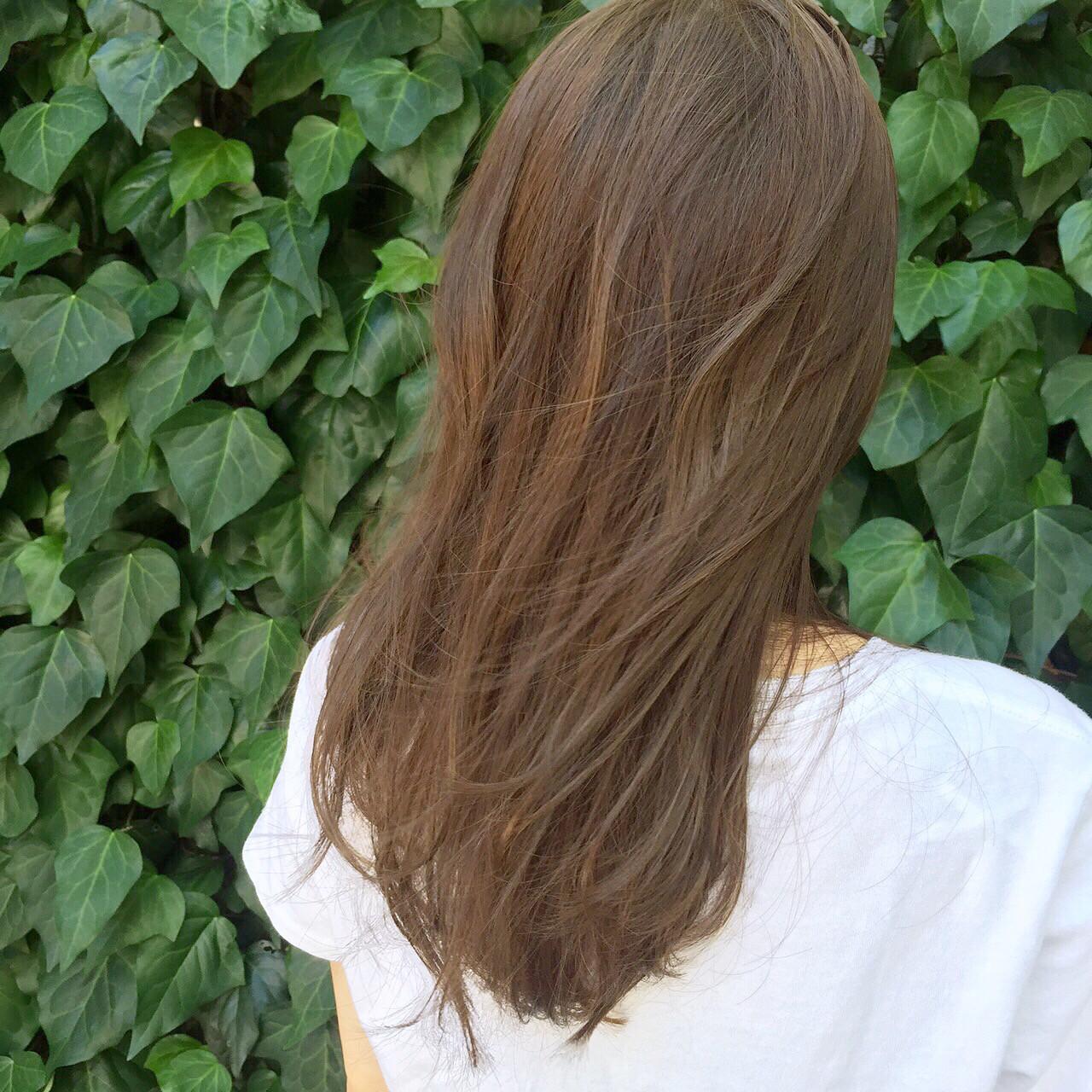 アースカラーを髪色にも。ヘアスタイルもナチュラル可愛く♡ 岩田 和也