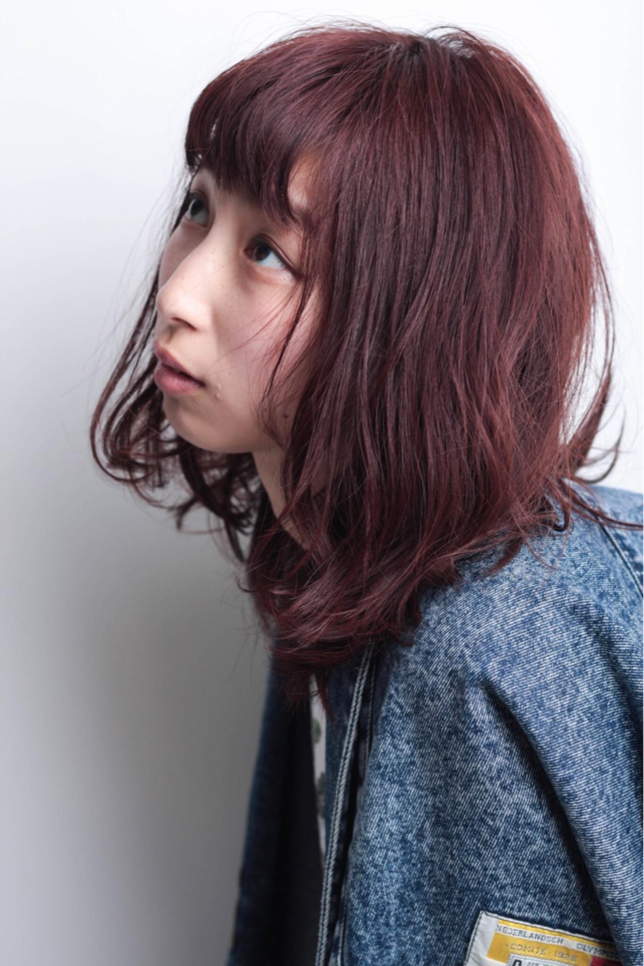 ミディアム 冬 ベリーピンク ヘアメイクヘアスタイルや髪型の写真・画像