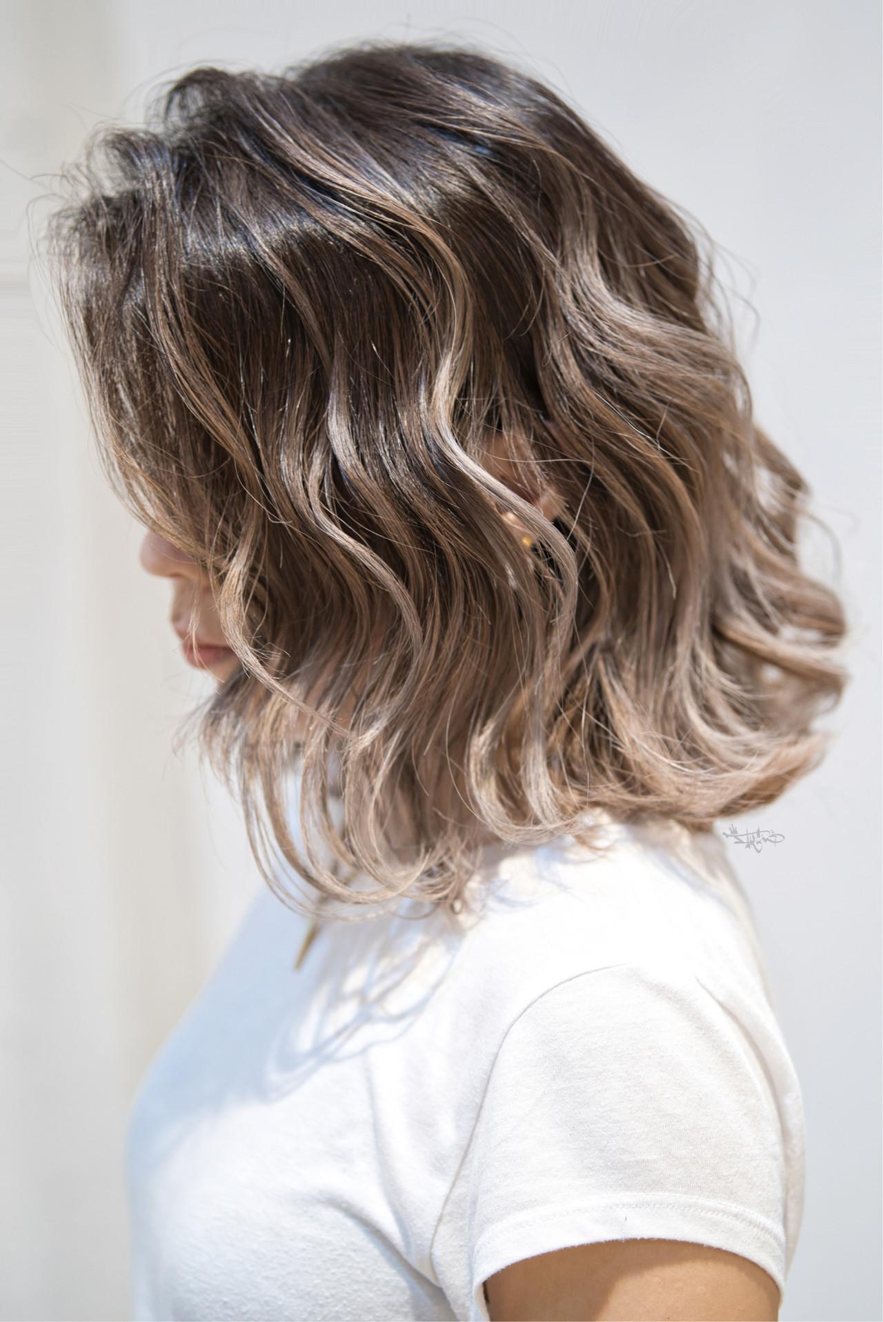 ハイライト グレージュ バレイヤージュ ガーリー ヘアスタイルや髪型の写真・画像