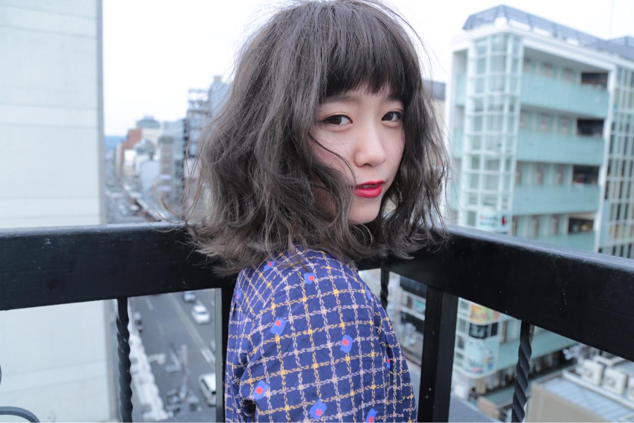 ウェーブ 外国人風カラー グレー グレージュ ヘアスタイルや髪型の写真・画像   水野翔之 / freelance