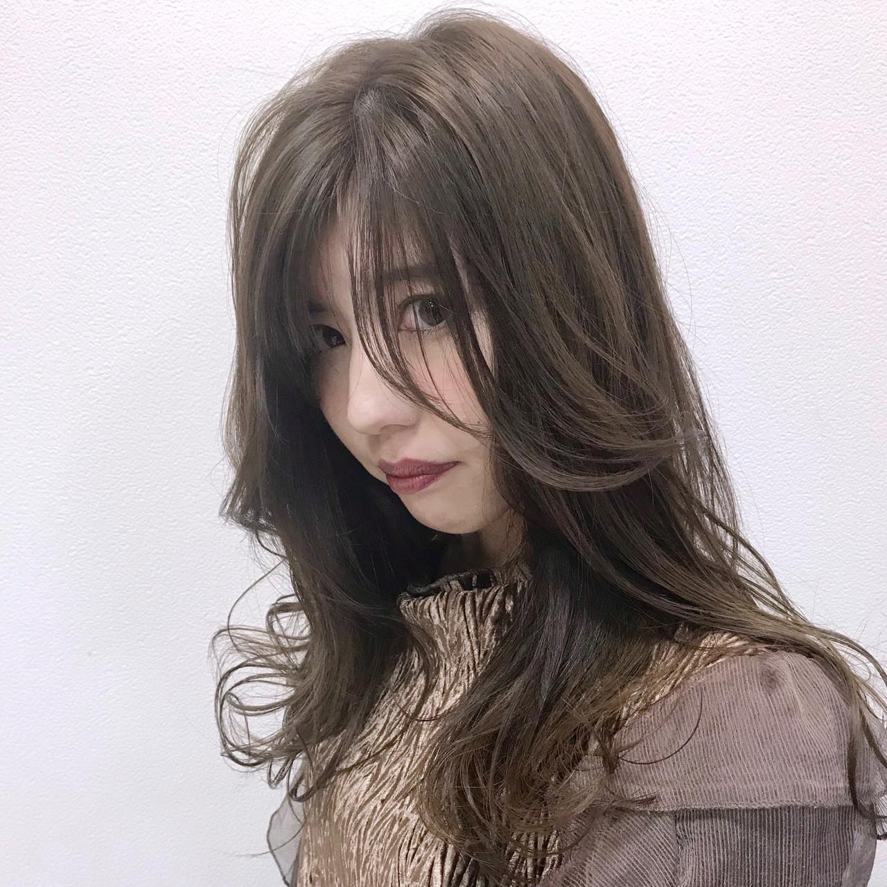 セミロング アッシュグレージュ アンニュイほつれヘア フェミニン ヘアスタイルや髪型の写真・画像 | 村西 郁人 / rue
