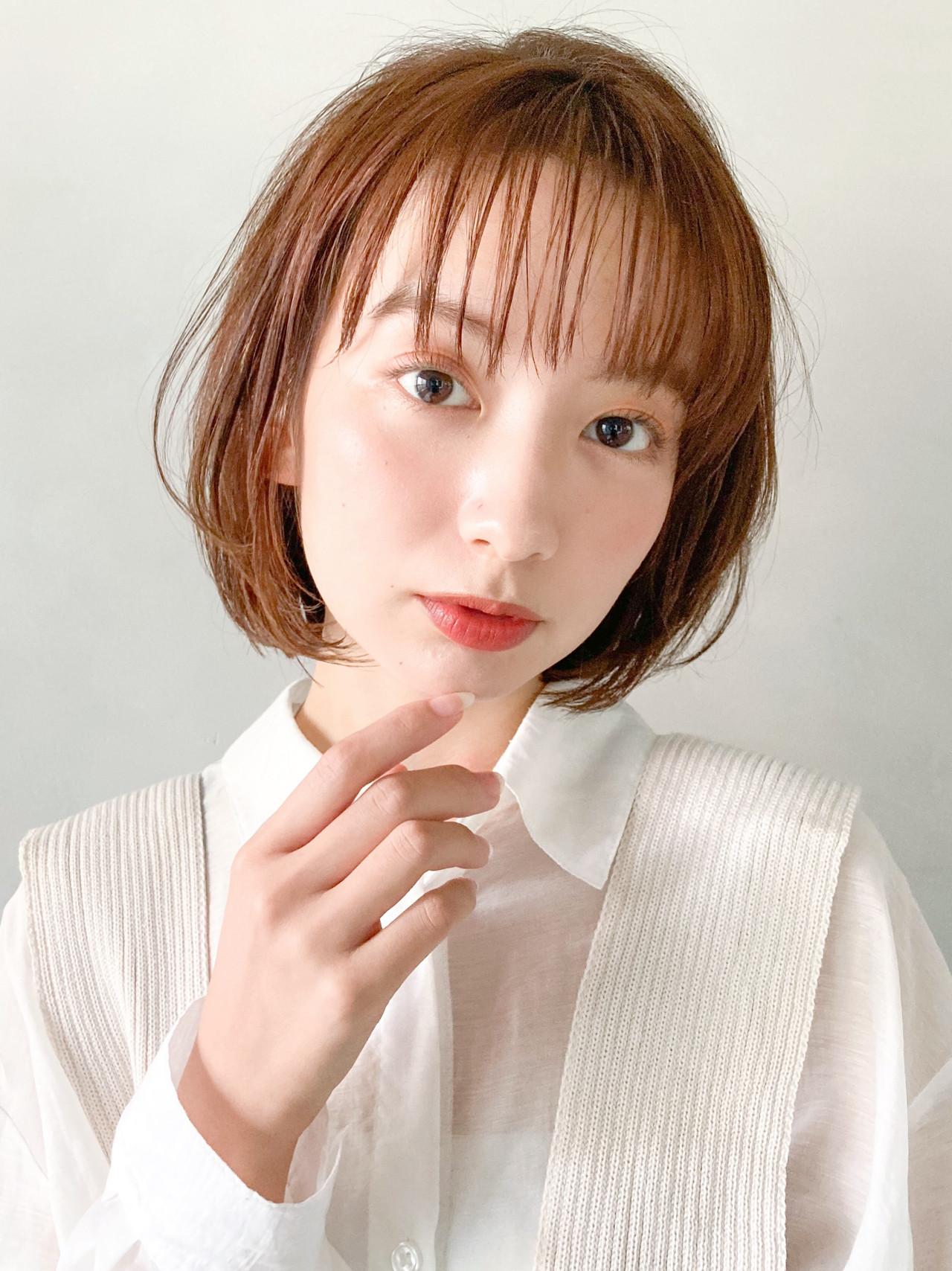 鎖骨ミディアム アンニュイほつれヘア グラデーションカラー ミルクティーグレージュヘアスタイルや髪型の写真・画像