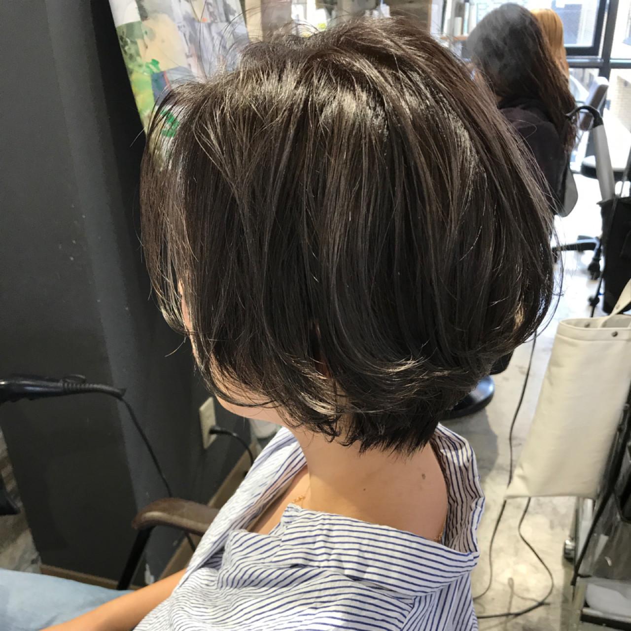デート 涼しげ ボブ ハイライト ヘアスタイルや髪型の写真・画像 | 長谷川 龍太 / hair design tea