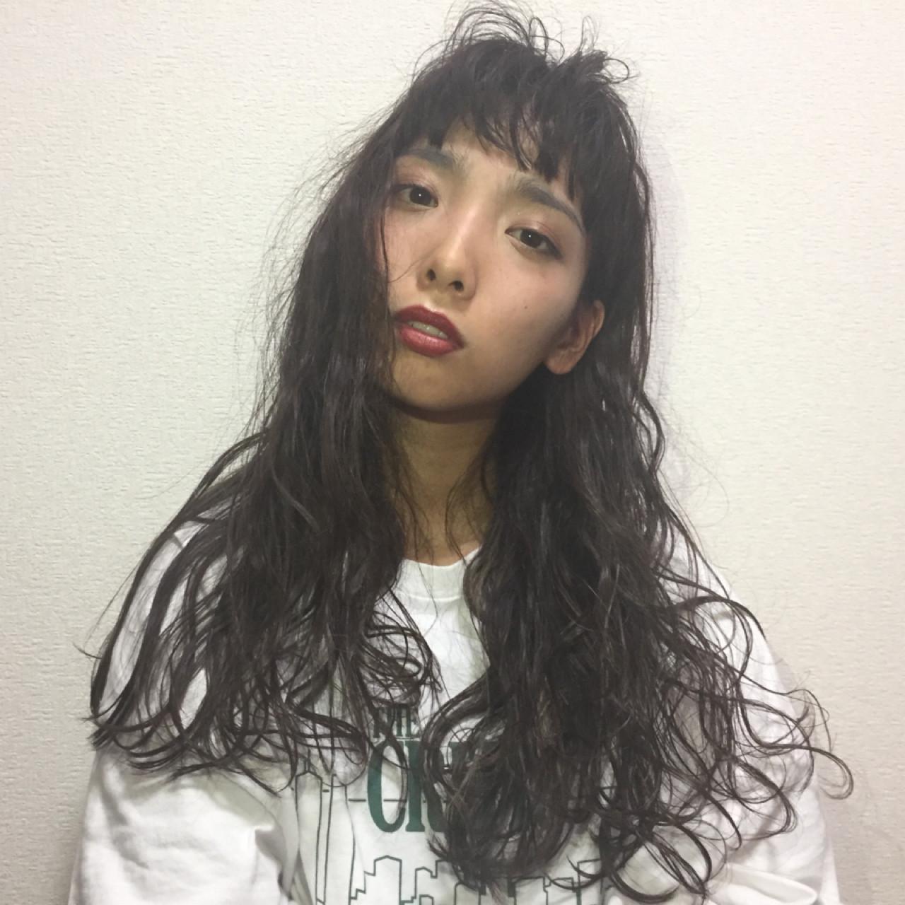 重ため 女子会 ロング 前髪パッツン ヘアスタイルや髪型の写真・画像 | Obayashi Natsumi /