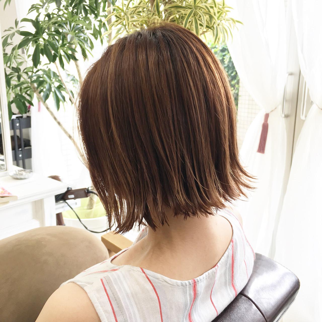ショートボブ 切りっぱなしボブ ショートヘア ナチュラルヘアスタイルや髪型の写真・画像