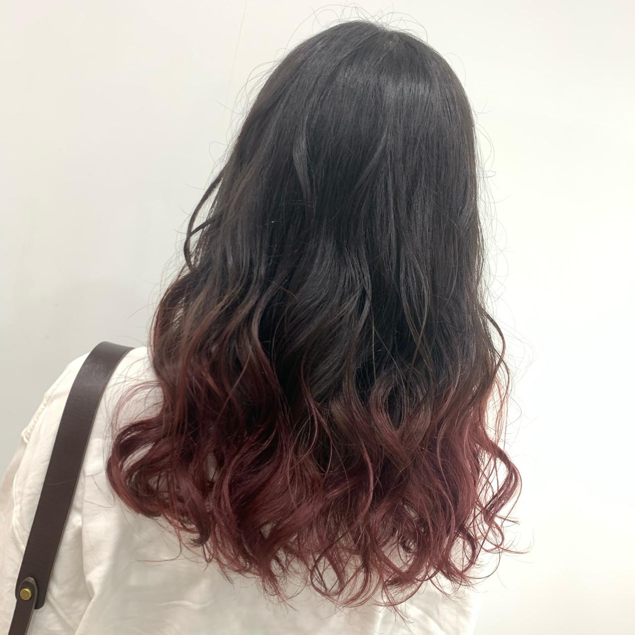 ブリーチ チェリーレッド グラデーション ガーリーヘアスタイルや髪型の写真・画像