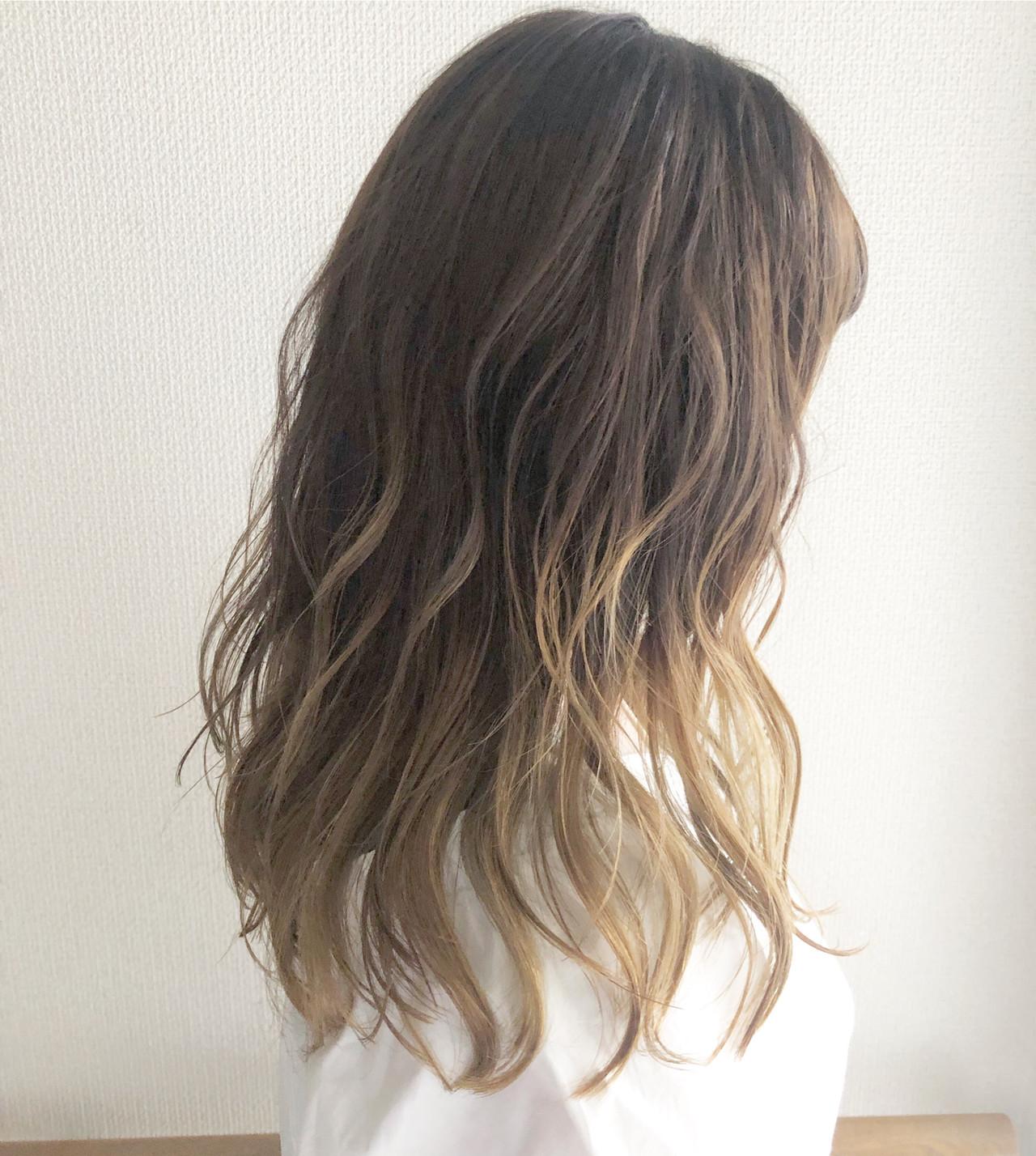 グレージュ ヘアアレンジ グラデーションカラー ミルクティーベージュヘアスタイルや髪型の写真・画像