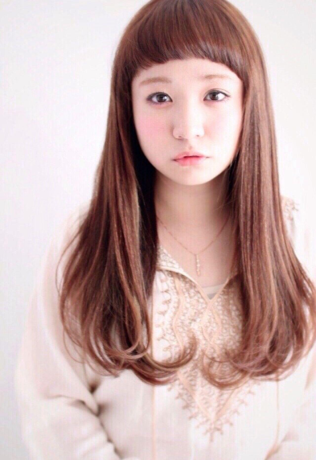 ロング 前髪あり ストレート ナチュラルヘアスタイルや髪型の写真・画像