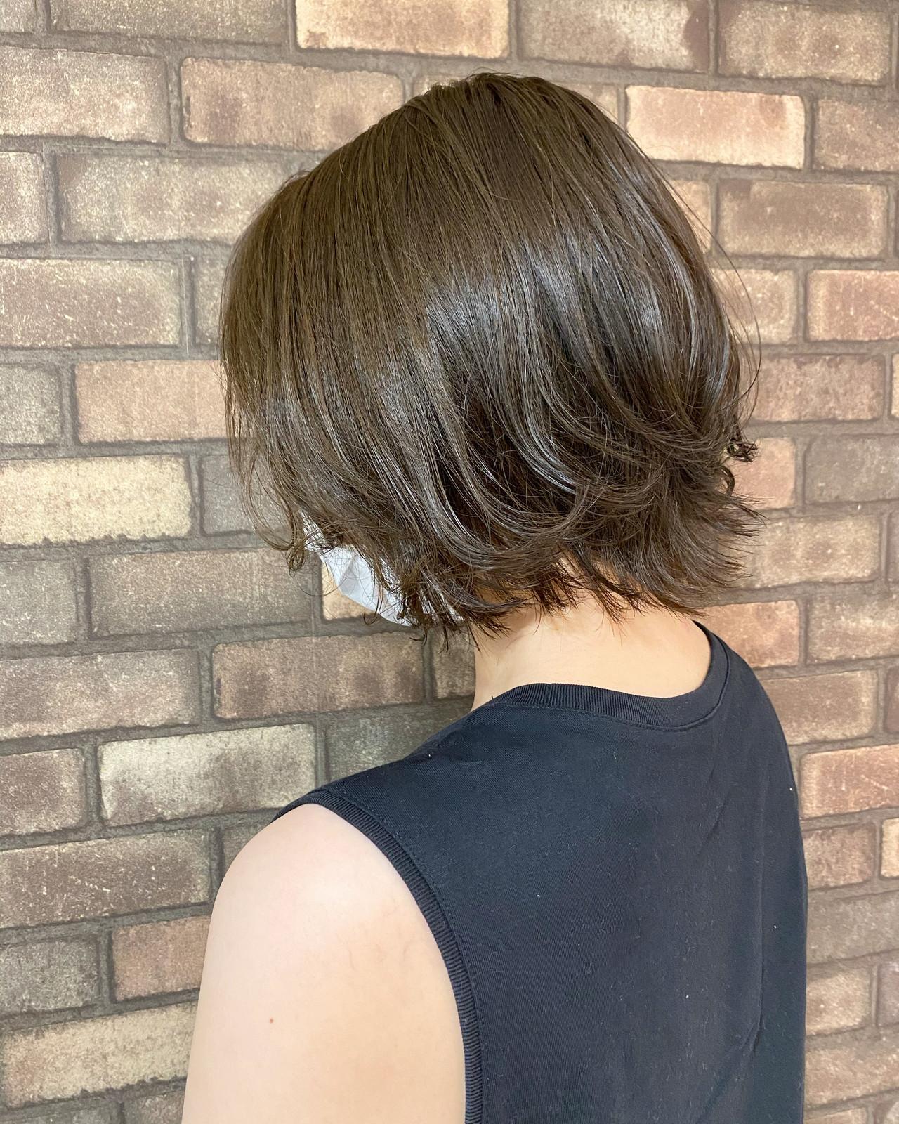 ナチュラル ブルーアッシュ ショートヘア 透明感ヘアスタイルや髪型の写真・画像