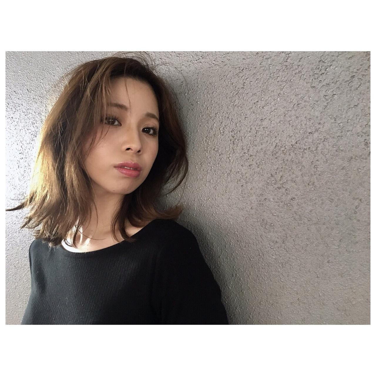 大人カジュアル ルーズヘア アッシュグレージュ ミディアム ヘアスタイルや髪型の写真・画像   Yumi Hiramatsu / Sourire Imaizumi【スーリール イマイズミ】