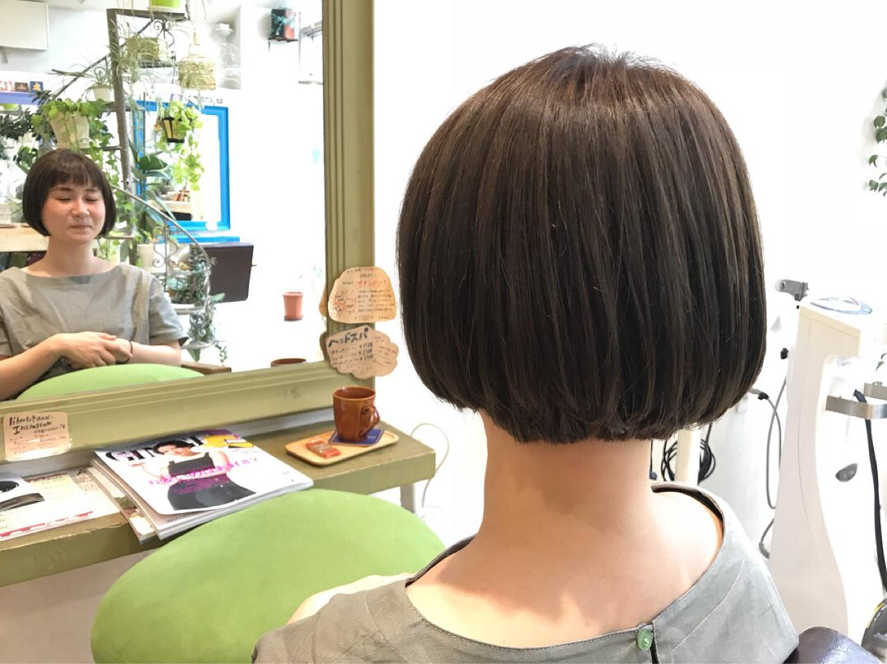 ショートボブ オフィス ボブ ナチュラルヘアスタイルや髪型の写真・画像