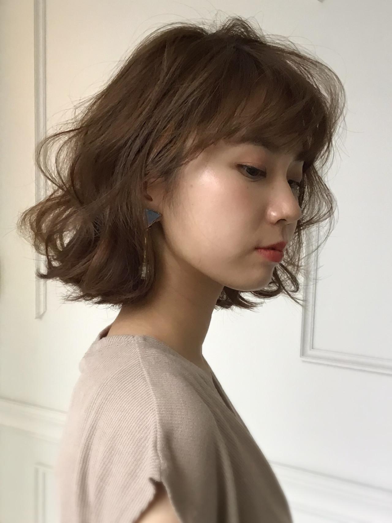 簡単スタイリング ふんわりショート パーマ ブラウンベージュ ヘアスタイルや髪型の写真・画像 | 尾花 佑輔 / SHISEIDO PASSAGE BEAUTE' GINZA