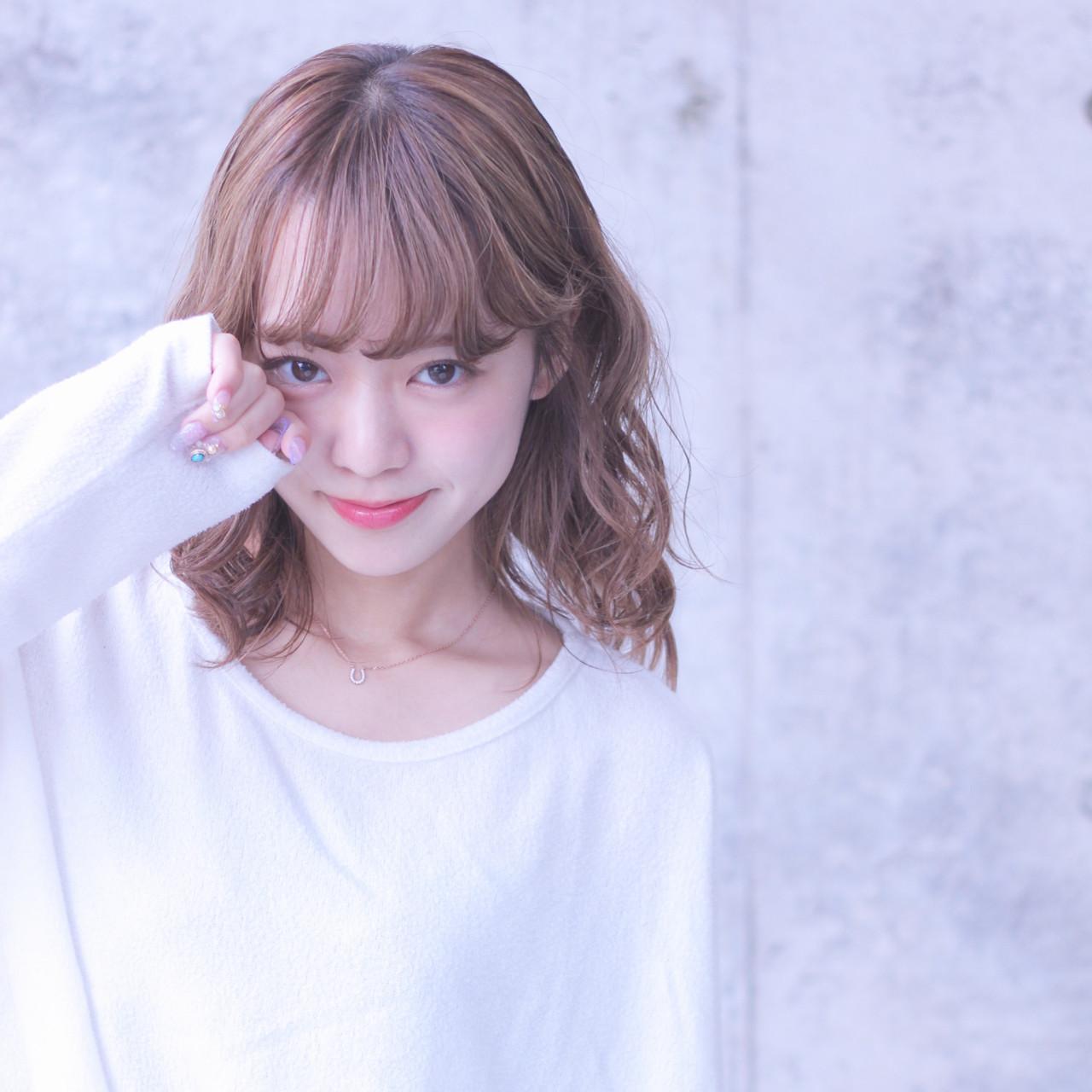 パーマ シースルーバング ミルクティーベージュ フェミニン ヘアスタイルや髪型の写真・画像 | Wataru Maeda / cache cache