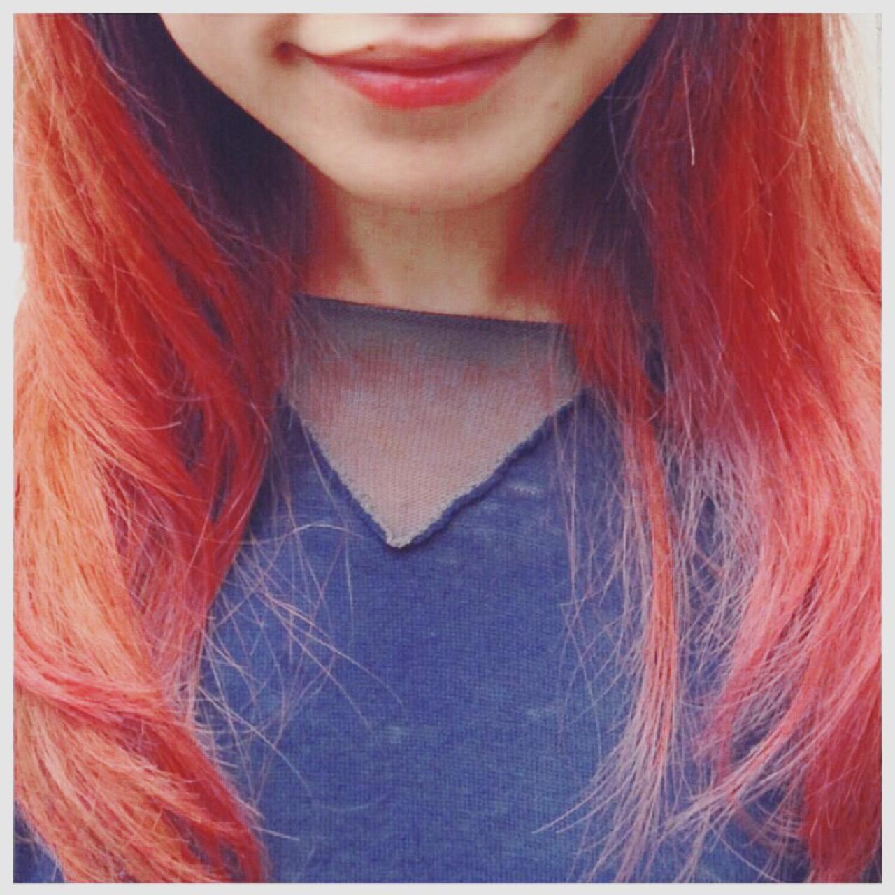 グラデーションカラー ガーリー セミロング レッドヘアスタイルや髪型の写真・画像