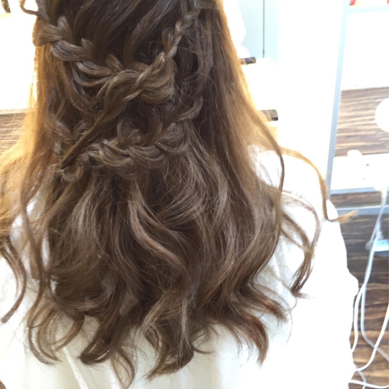 編み込み ミディアム ハーフアップ ルーズヘアスタイルや髪型の写真・画像