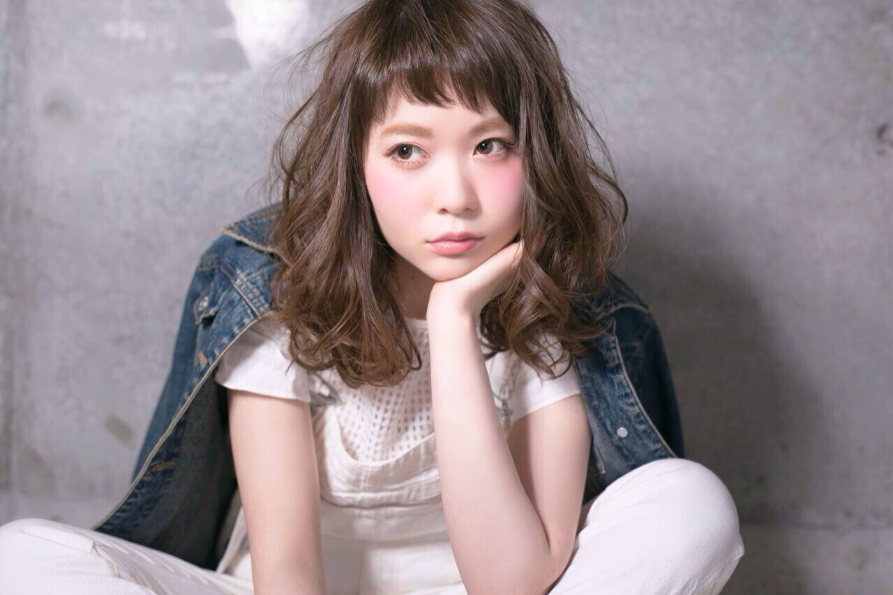女子のモテる髪型はずばりミディアムレイヤー♡人気のヒケツに迫ります! 髙橋 アリサ