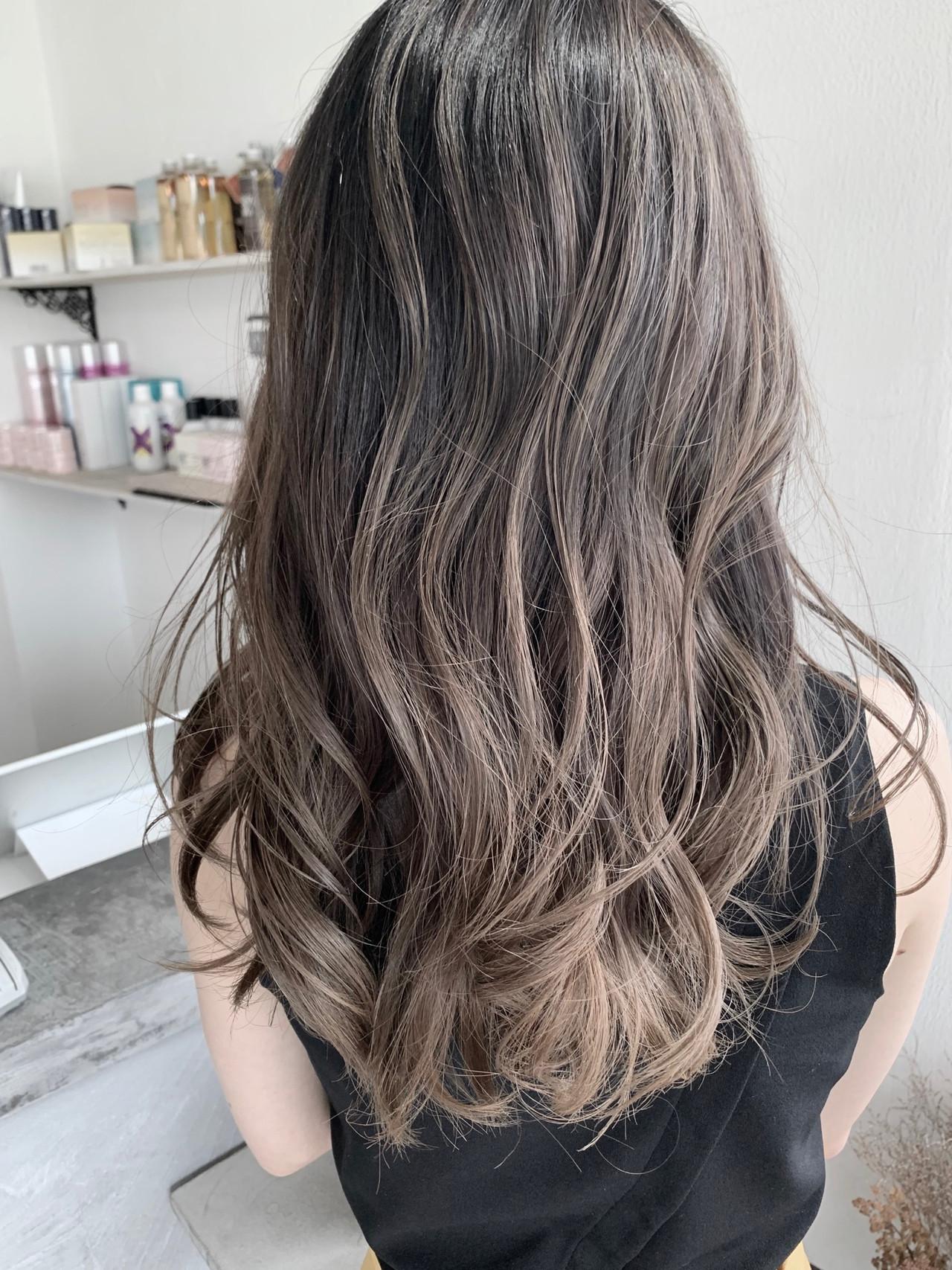 大人かわいい グレージュ バレイヤージュ 透明感カラー ヘアスタイルや髪型の写真・画像   ユアサケンイチ(湯浅 賢一) / Ferreira (フェレイラ)