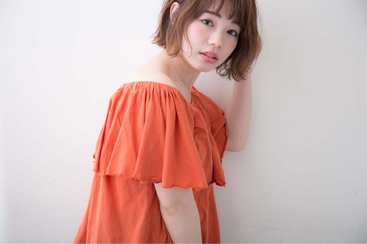 フェミニン ボブ 波ウェーブ デート ヘアスタイルや髪型の写真・画像   坂口公一 / aRietta AZABU