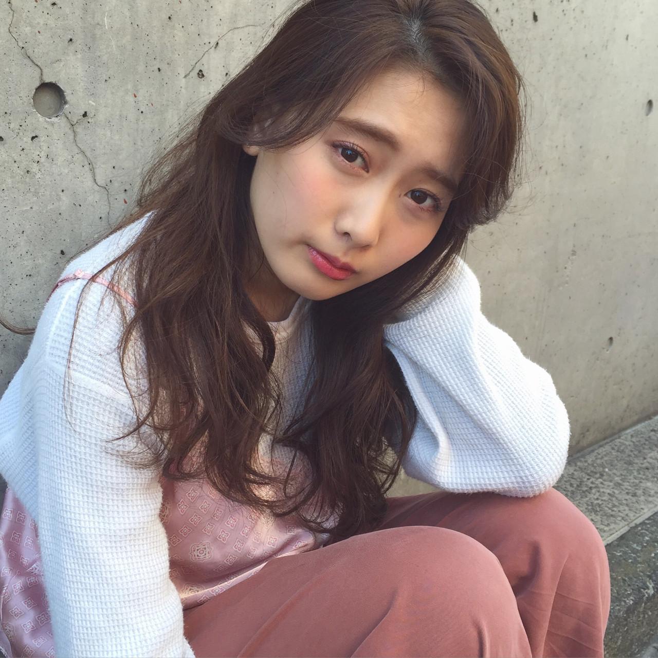 ゆるふわ 外国人風 パーマ ロング ヘアスタイルや髪型の写真・画像   青沼 茜 / NORA hair salon