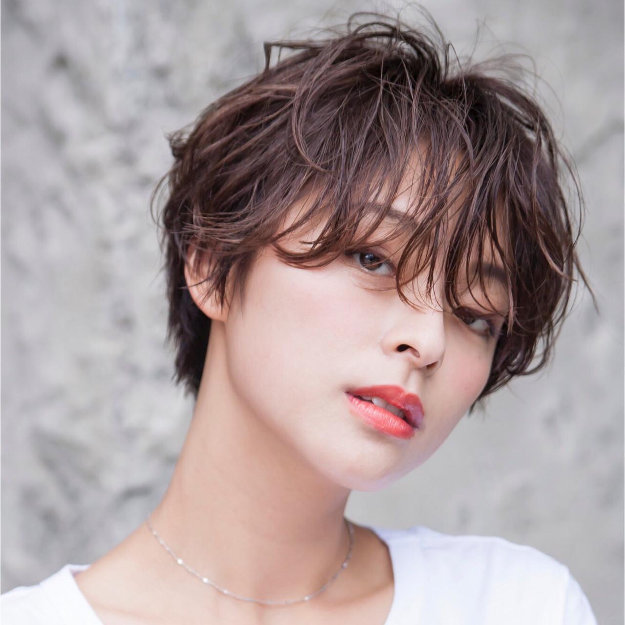 アッシュベージュ ショートパーマ ナチュラル ショートヘアスタイルや髪型の写真・画像