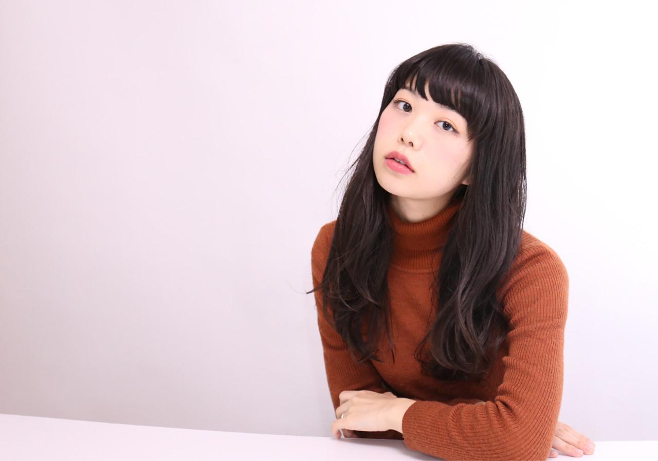 大人かわいい ゆるふわ 黒髪 前髪あり ヘアスタイルや髪型の写真・画像 | 神山 賢司 / muruchura (ムルチュラ)