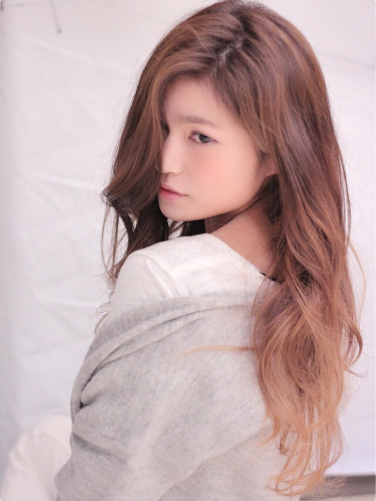 フェミニン グラデーションカラー ロング 外国人風ヘアスタイルや髪型の写真・画像
