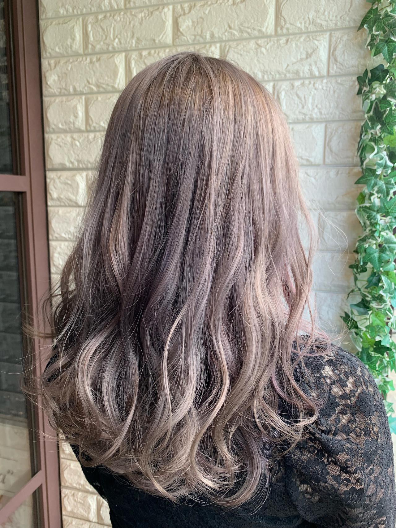 ホワイティベージュ ガーリー ロング ラベンダーアッシュヘアスタイルや髪型の写真・画像