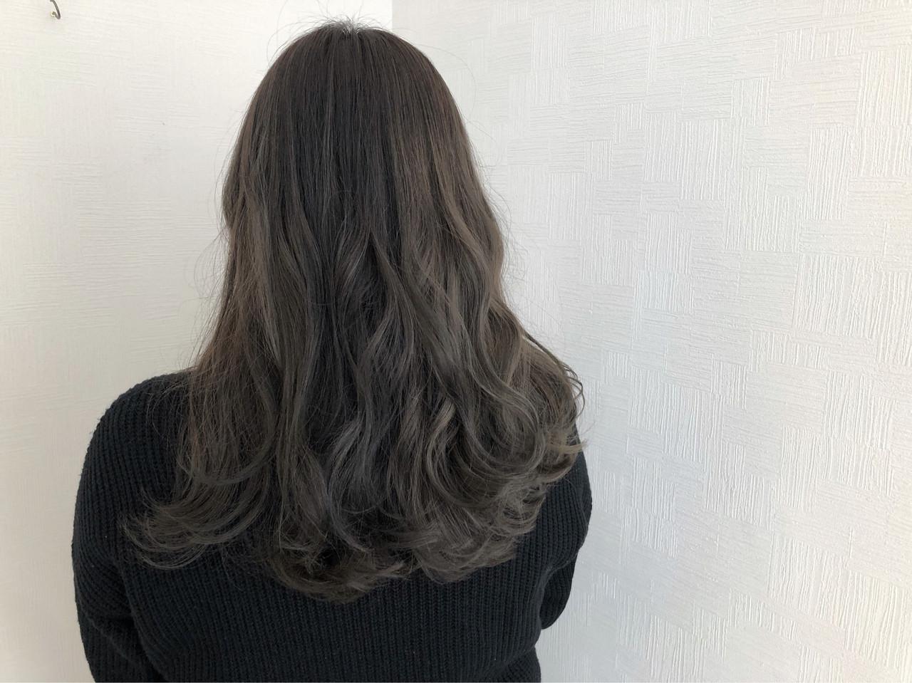 アンニュイほつれヘア ロング スモーキーカラー 簡単ヘアアレンジ ヘアスタイルや髪型の写真・画像 | 牧 優子 / agu HAIR cyan