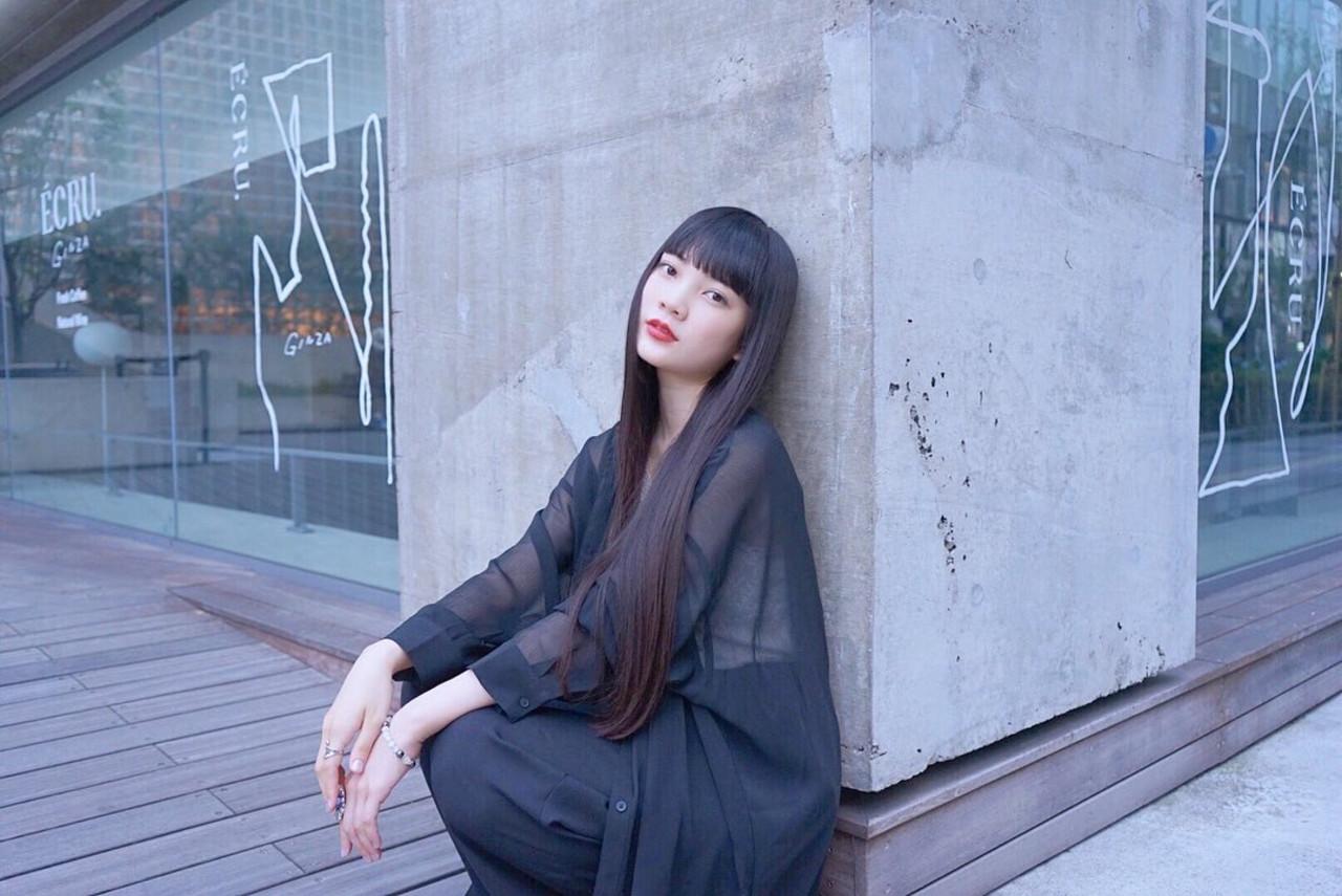 ナチュラル ロング ストレート 暗髪女子ヘアスタイルや髪型の写真・画像