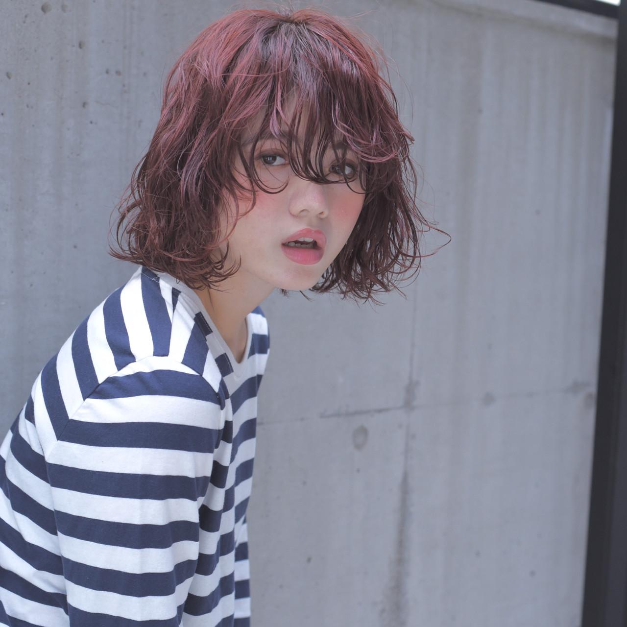 ゆるふわ ベリーピンク 外国人風 ボブヘアスタイルや髪型の写真・画像
