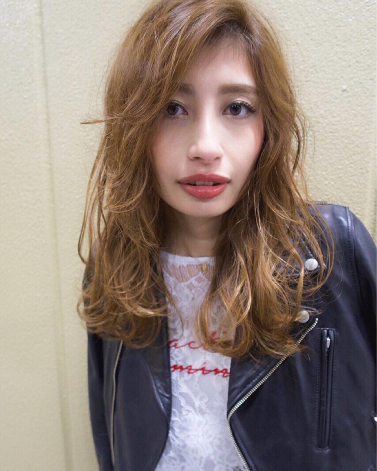 外国人風 外国人風カラー ロング グレージュ ヘアスタイルや髪型の写真・画像   重岡 直樹 / atena