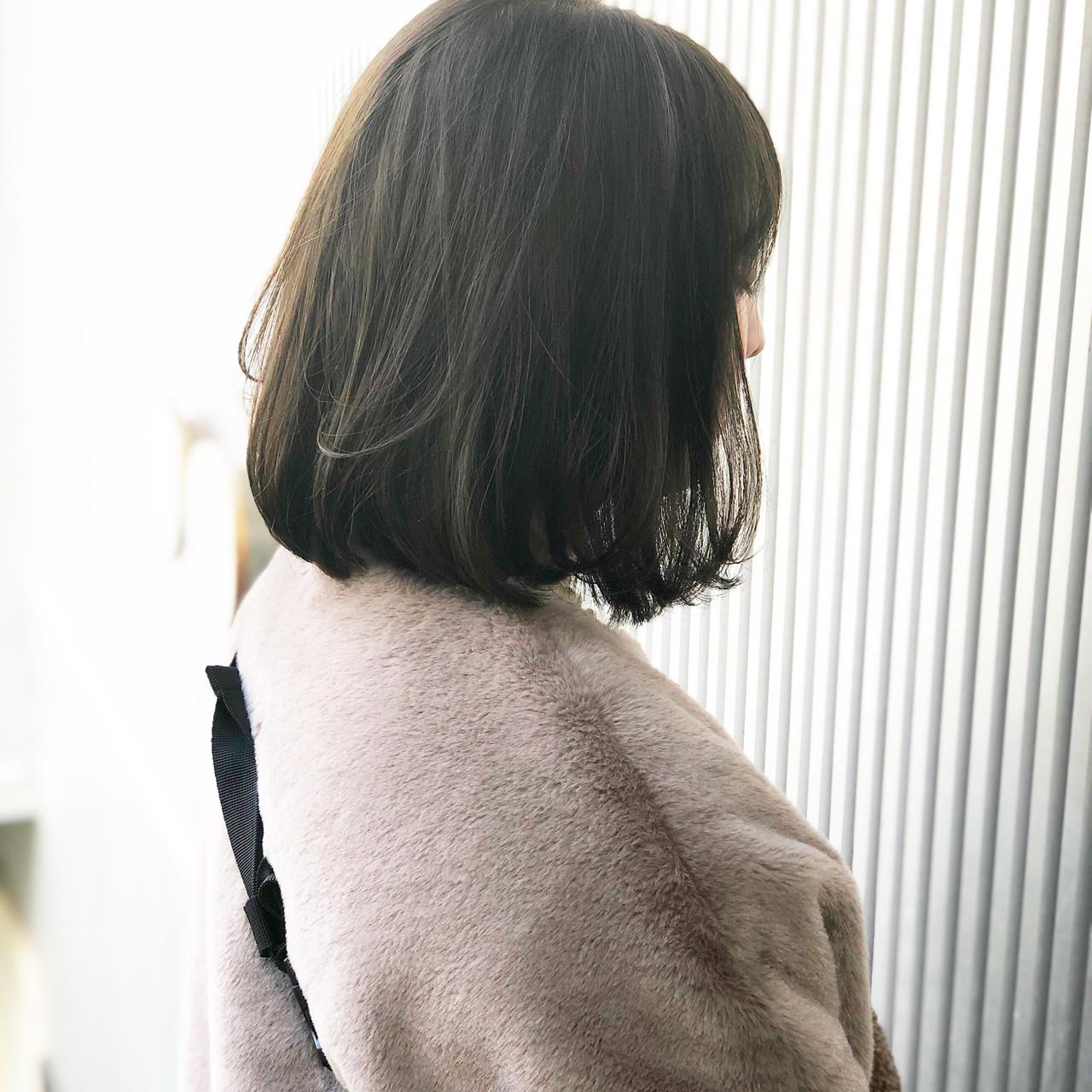 透明感 ミディアム アッシュ 前髪 ヘアスタイルや髪型の写真・画像 | 萩原 翔志也/ブリーチなしグレージュ/ストレート / Vicca 青山