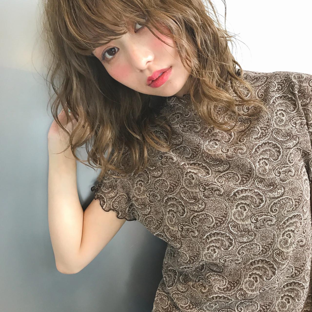 ウェーブ リラックス 色気 ミディアム ヘアスタイルや髪型の写真・画像 | Suguru Komuro / Quown'   ( クオン )
