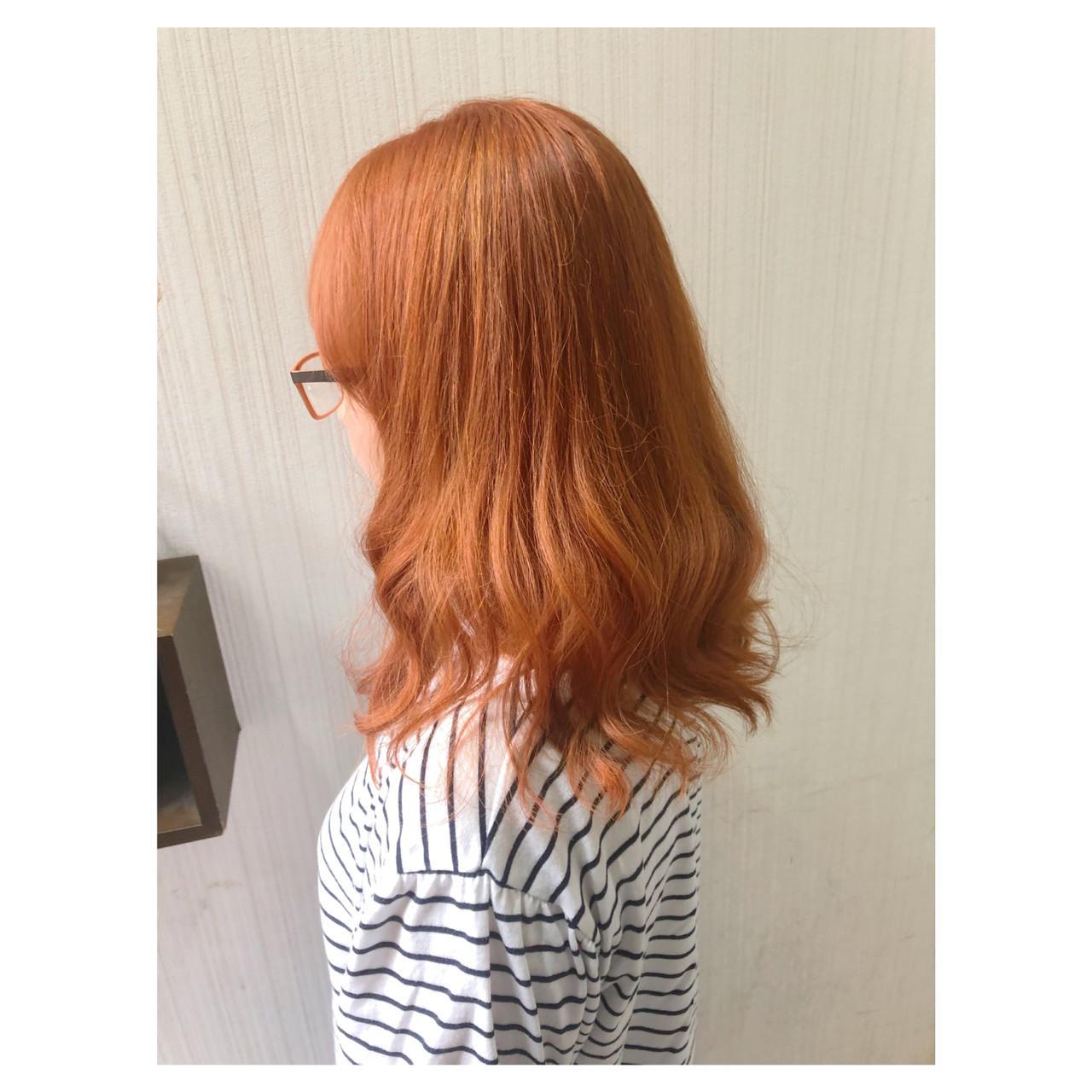 ミディアム オレンジベージュ ヘアアレンジ ブリーチ ヘアスタイルや髪型の写真・画像 | クラ / TOMCAT