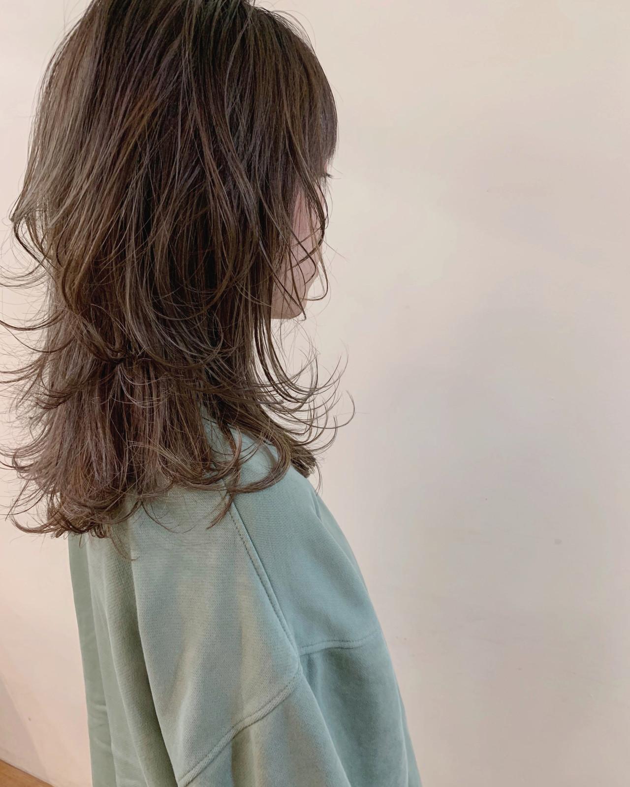 セミロング デート マッシュウルフ ナチュラル ヘアスタイルや髪型の写真・画像 | yumiko/sapporoSKNOW / SKNOW