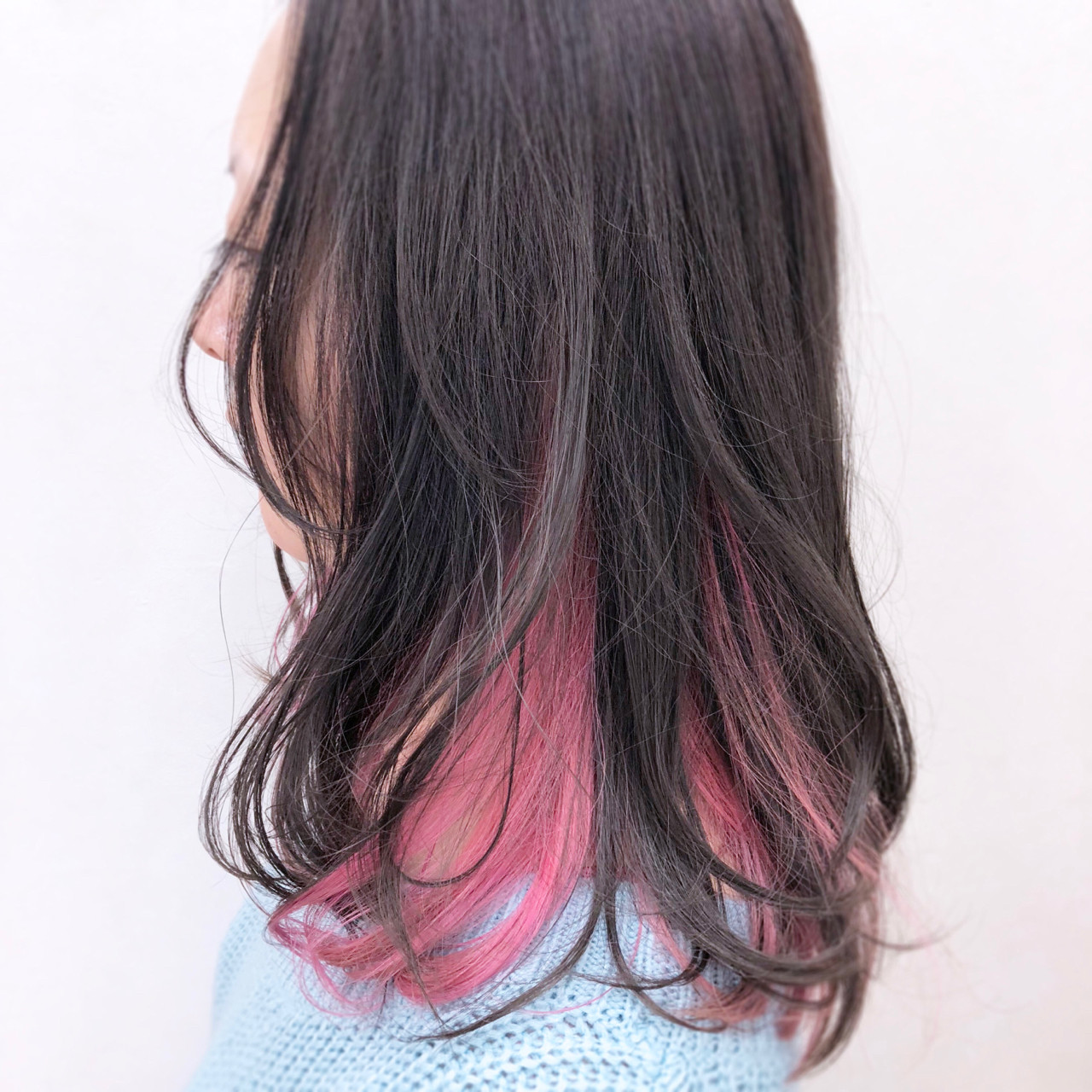 ゆるふわ インナーカラー フェミニン ブリーチヘアスタイルや髪型の写真・画像