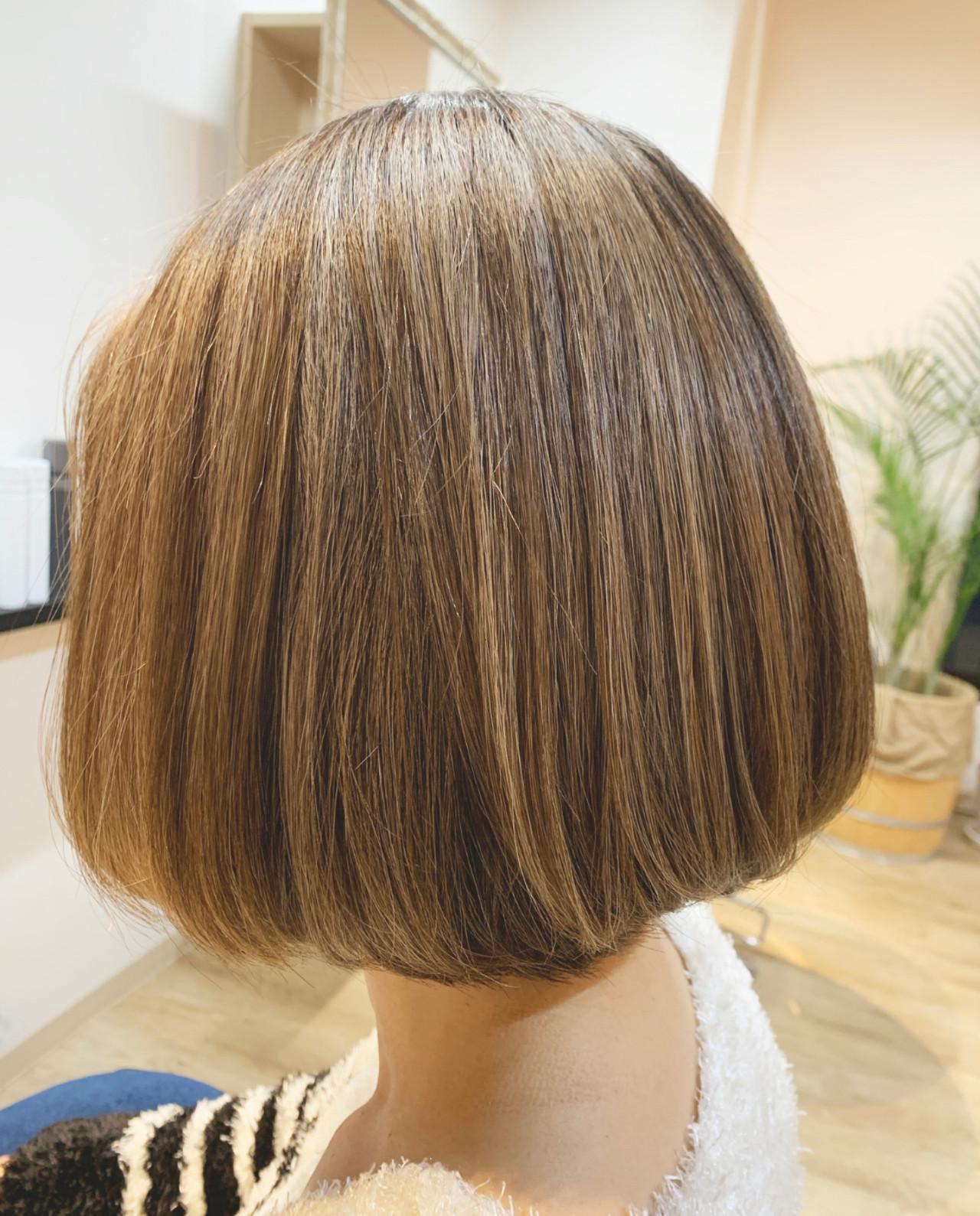 イルミナカラー アッシュグレージュ 切りっぱなしボブ 外国人風カラーヘアスタイルや髪型の写真・画像