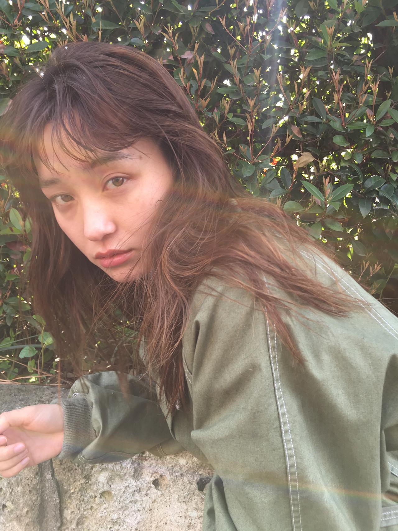 ロング くせ毛風 ニュアンスパーマ 透け感ヘア ヘアスタイルや髪型の写真・画像