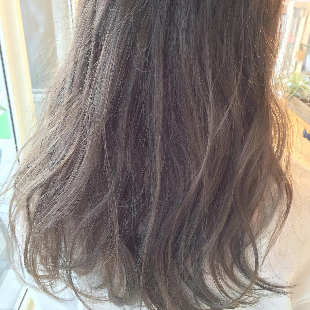 セミロング グラデーションカラー ハイライト ブラウンヘアスタイルや髪型の写真・画像