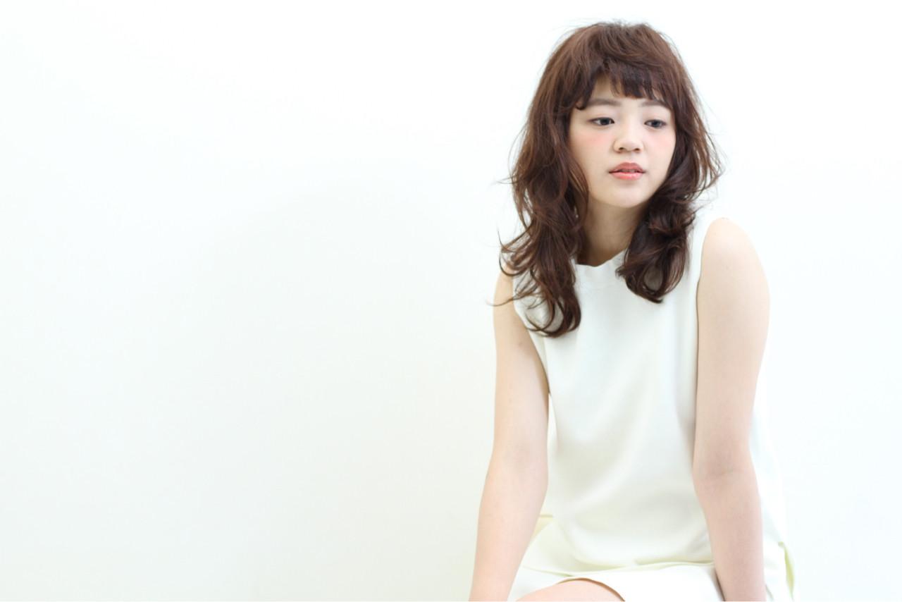 ナチュラル ロング 抜け感 グレージュ ヘアスタイルや髪型の写真・画像   小田 孝一 / Oase makoto hair brands