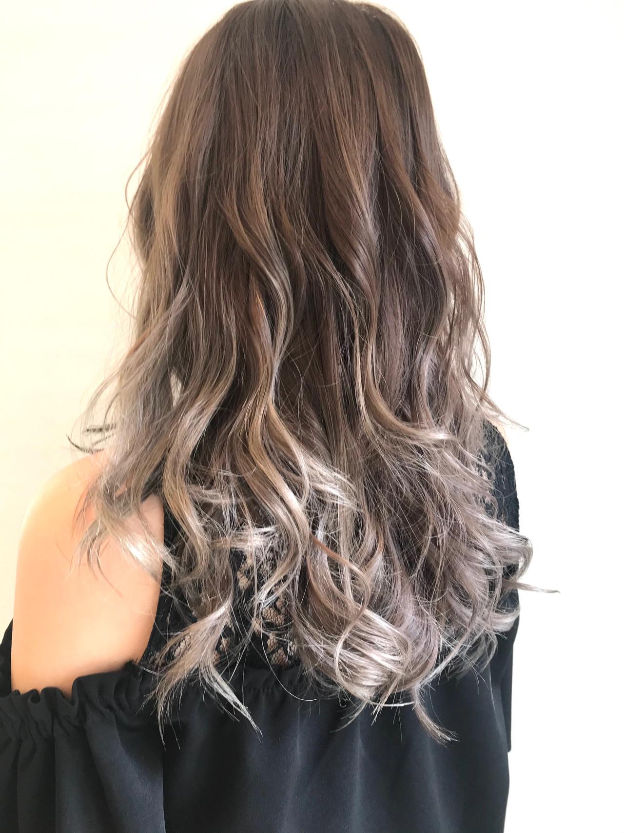 ストリート ミルクティーグレージュ 透明感カラー ロングヘアスタイルや髪型の写真・画像